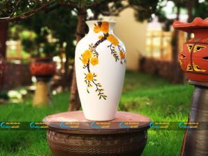 Bình hoa Bát Tràng vẽ mai vàng