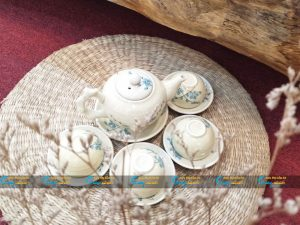 Bộ trà Bát Tràng men kem hoa đào xanh