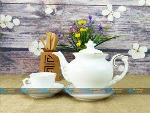 Bộ trà trắng Bát Tràng dáng đài các kẻ vàng kim