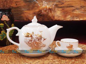Bộ trà trắng bưởi lửa kẻ vàng kim vẽ sen