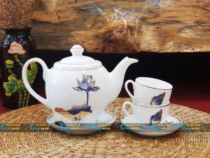 Bộ trà trắng dáng Minh Long kẻ vàng kim vẽ sen xanh