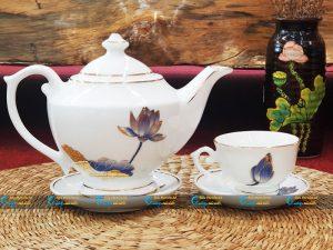 Bộ trà trắng đèn thần kẻ vàng vẽ sen xanh