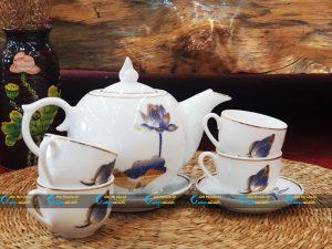 Bộ trà trắng nắp ngọn lửa kẻ vàng kim vẽ sen xanh