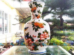 Bình hoa vẽ hoạ tiết hoa màu sắc